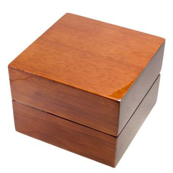 Деревянный футляр для часов